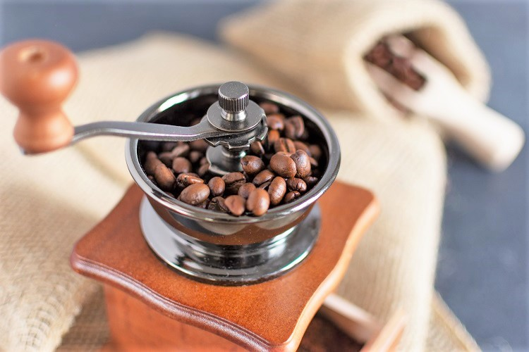 How to Make Coffee - Grind the Beans